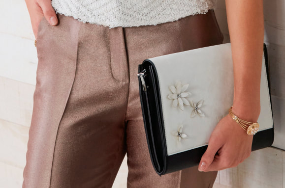 VERSA Clutch Bag with interchangeable Flap Accents - CHANGE THE LOOK OF YOUR PURSE IN SECONDS! Shop MyStyleInASnap to see all the Flap Accents available! LOVE IT? Join us and get it all at consultant prices.